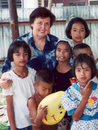 Val_Bateup_with_Children